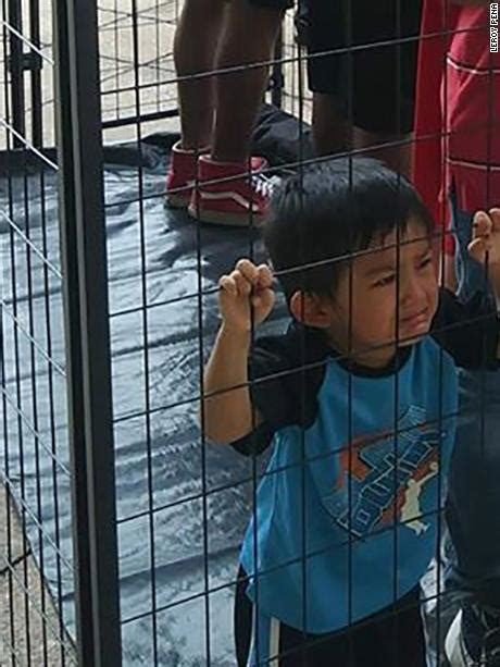 The truth behind this photo of an 'immigrant child' crying